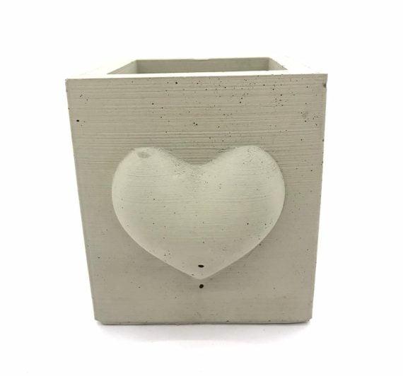 beton-saksi-kalp-motifli-kare